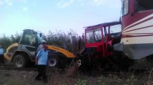 Accident GROAZNIC. Un tractor a fost LOVIT IN PLIN DE TREN