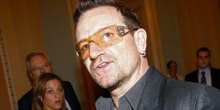 De ce poarta Bono de la U2 ochelari de soare tot timpul
