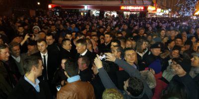 VIDEO Mii de oameni l-au aclamat pe Klaus Iohannis la Timisoara: