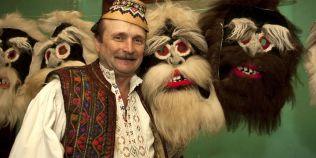 Ultimul artizan de masti traditionale de Anul Nou: celebru in Italia si in Japonia, necunoscut in Romania