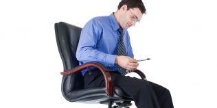 Stai mult timp pe scaun? Ce boala de ficat poti face din cauza sedentarismului