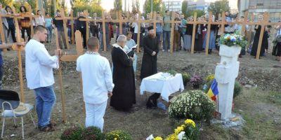 500 de cruci sfintite ca protest impotriva megamoscheii din Bucuresti. Slujba, tinuta de preoti raspopiti tocmiti de