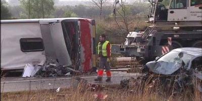 Cel putin 14 persoane au murit dupa ce un autocar plin cu studenti Erasmus s-a rasturnat in Catalonia
