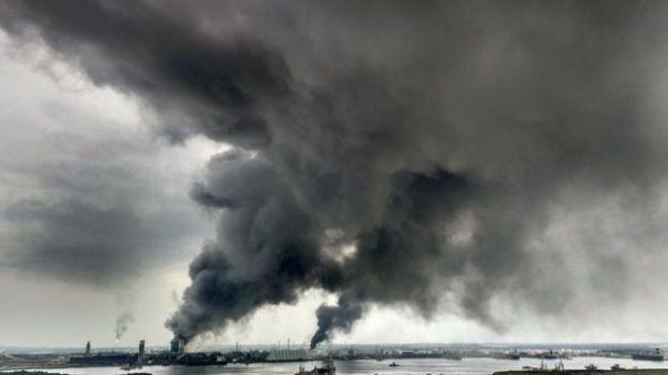 Mexic: bilantul victimelor exploziei produse la complexul petrochimic a ajuns la 32 de morti