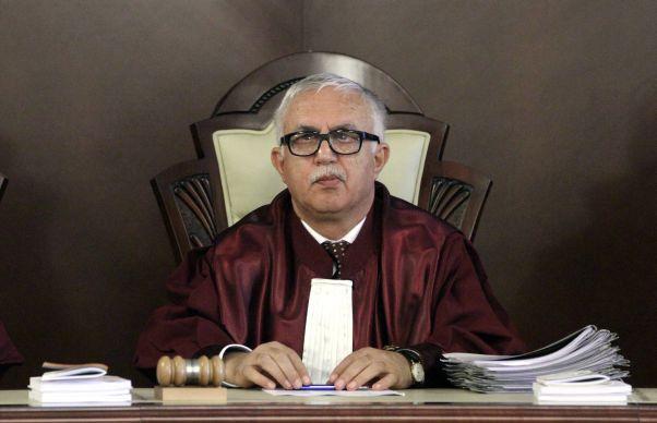 Opinii Pro si Contra. CCR decide azi pe cine baga in puscarie abuzul in serviciu