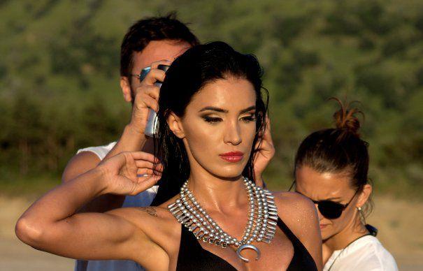 Adelina Pestritu arata DEMENTIAL! A facut o sedinta foto SEXY la Vulcanii Noroiosi