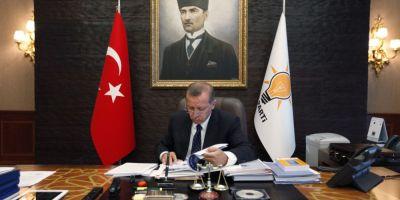Epurarile continua in Turcia. Partidul aflat la putere vrea sa se debaraseze de gulenisti, in timp ce fostul guvernator al Istanbulului a fost arestat