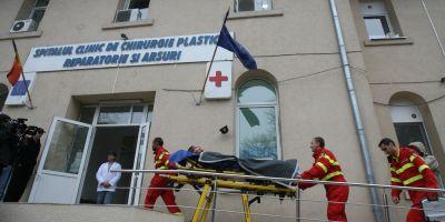 UPDATE Ranitii de la Petromidia, adusi la spitalele din Capitala. Unul dintre barbati este in stare critica