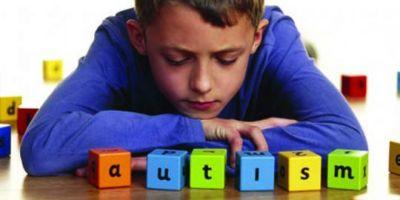 De ce sistemul romanesc de educatie nu ii integreaza pe copiii cu autism in scolile de masa?