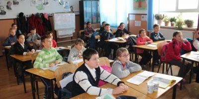 Copiii saraci care-si doresc doar sa nu mai ajunga la scoala flamanzi.
