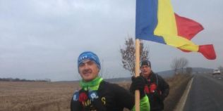 Maghiarul fara o mana care alearga cu drapelul Romaniei de Ziua Nationala de la Aiud la Alba Iulia