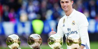 FOTO Cristiano Ronaldo a pozat in lenjerie intima