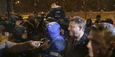 FOTO VIDEO Protest la Cotroceni, ziua a patra. Presedintele a iesit sa vorbeasca cu manifestantii care i-au strigat in fata