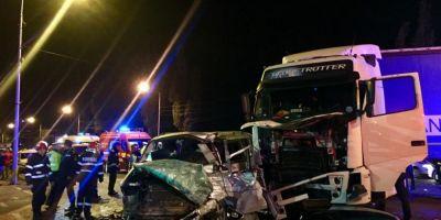 Accident mortal pe DN1. Un TIR s-a izbit de un microbuz care se indrepta spre Franta
