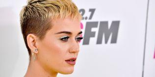 VIDEO Katy Perry a recunoscut ca s-a gandit sa se sinucida, izbucnind in lacrimi in timpul unei transmisiuni live