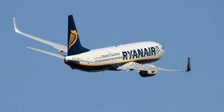 Top 10 companii aeriene care fac cei mai multi bani din taxe suplimentare pentru bagaje sau locuri mai bune in avion