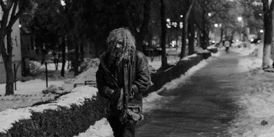 Cum arata un om al strazii celebru in Slatina dupa ce a renuntat la viata de homeless: