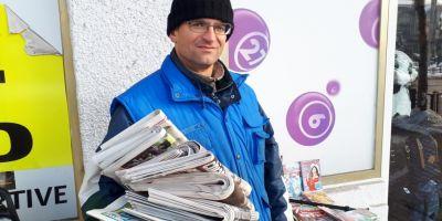 Viata celui mai longeviv vanzator de ziare. De doua decenii aduce primul stirile si le da binete trecatorilor