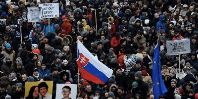 De ce se extinde criza politica in Europa Centrala