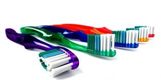 Cum ne alegem corect periuta de dinti. Decizia potrivita ne poate salva de carii