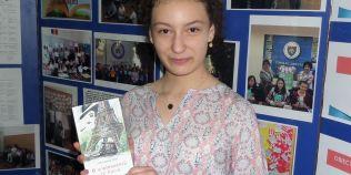 Povestea celei mai tinere autoare de carti politiste din Romania. A scris un roman la doar 13 ani