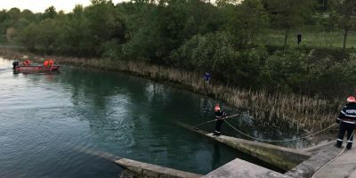 VIDEO Trupul adolescentului de 17 ani disparut in lacul de acumulare a fost gasit dupa evacuarea partiala a apei