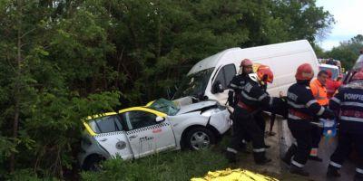 Doua persoane au murit dupa ce o duba a patruns pe contrasens si s-a izbit de un autoturism, in judetul Valcea. Alte trei persoane sunt ranite grav